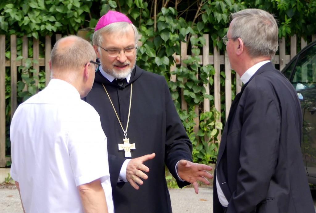 Gegen Abend kam Bischof Hanke aus Eichstätt