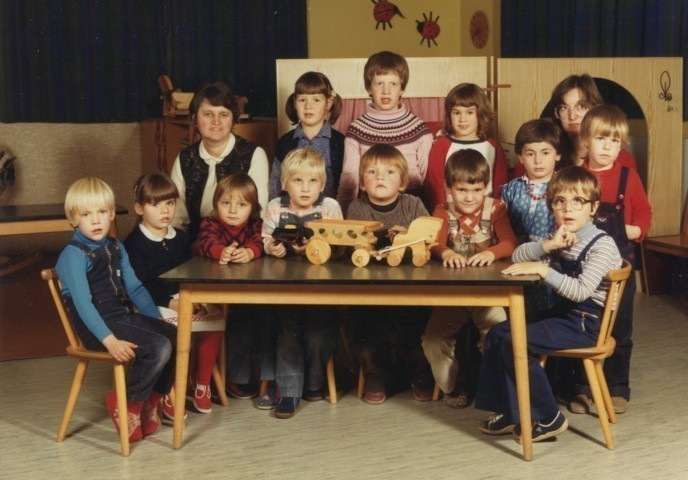 um 1984 - Gruppenfoto am Tisch