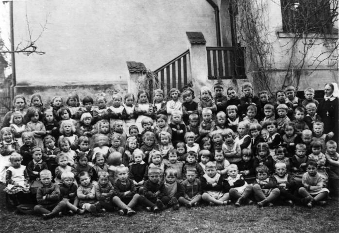 1929 - Schwester Luise mit ihrer Schar