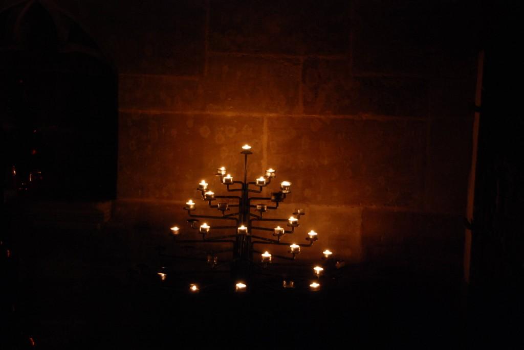 Kerzenbaum in der Gebetsecke