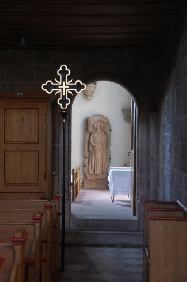 Vortragkreuz und Tür zur Heideckerkapelle